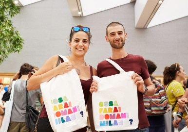 apple-milan-piazza-liberty_local-artists-totebag_07262018